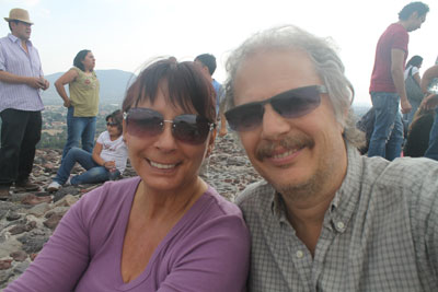 Deborah and Don reach the top of pyramide del sol