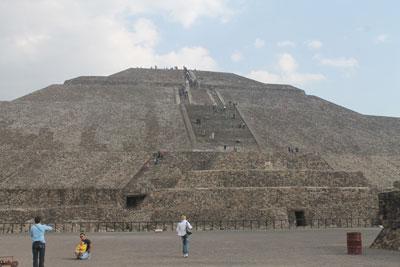View of pyramide del sol