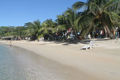 Roatan---Half-Moon-Bay