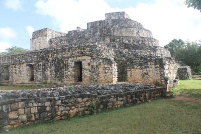 Ek'Balam - oval palace