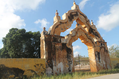 Old entrance to hacienda near sisal factory
